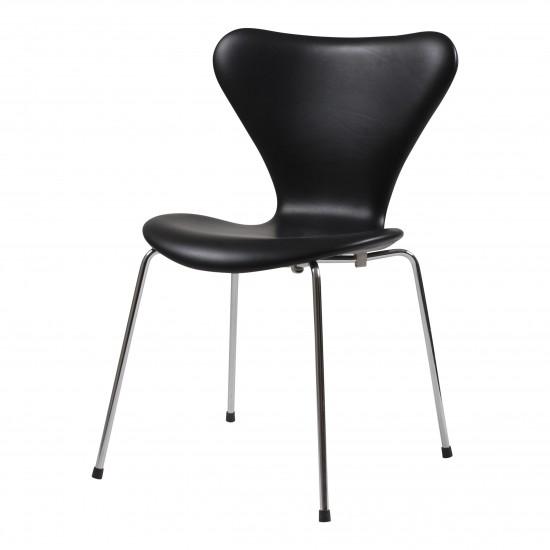 Arne Jacobsen syver stol, 3107, nypolstret i sort classic læder