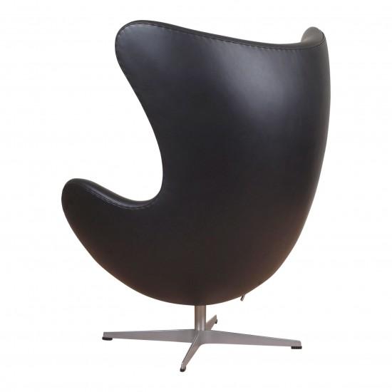 Arne Jacobsen ægget nypolstret i sort anilin læder