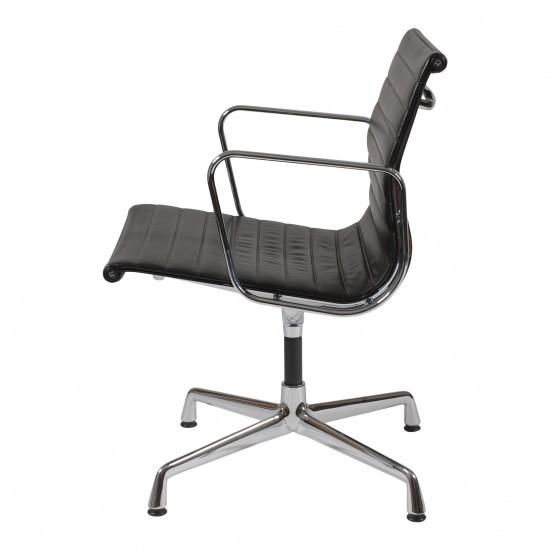 Eames EA-108 stol i sort læder