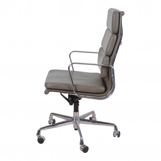 Eames ea-219 softpad kontorstol i grå brunt læder