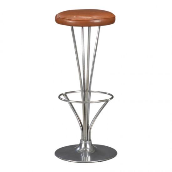 Piet Hein. Barstol med stel af forkromet stål, monteret på rund fod af aluminium. Sæde betrukket med originalt natur læder