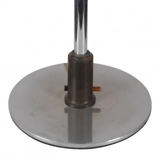 Poul Henningsen. PH 4,5/4 bordlampe med stel af forniklet messing