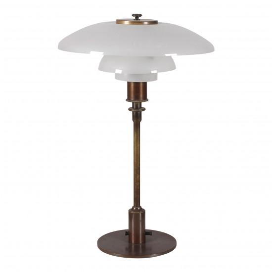 Poul Henningsen. PH 3-2 bordlampe med mat skærme