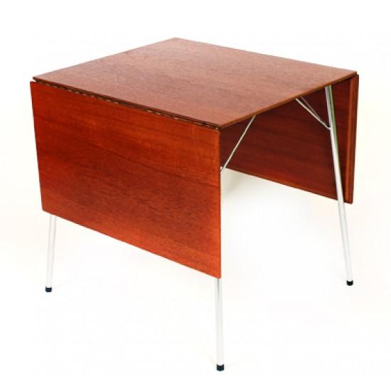 Arne Jacobsen 1902 - 1971. Campingbord af teak træ, model 3601