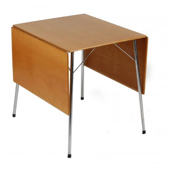Arne Jacobsen 1902 - 1971. Campingbord af bøg træ model 3601